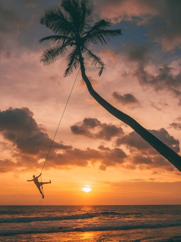 THE INSTAFAMOUS PALM TREE ROPE SWING AT DALAWELLA BEACH, SRI LANKA