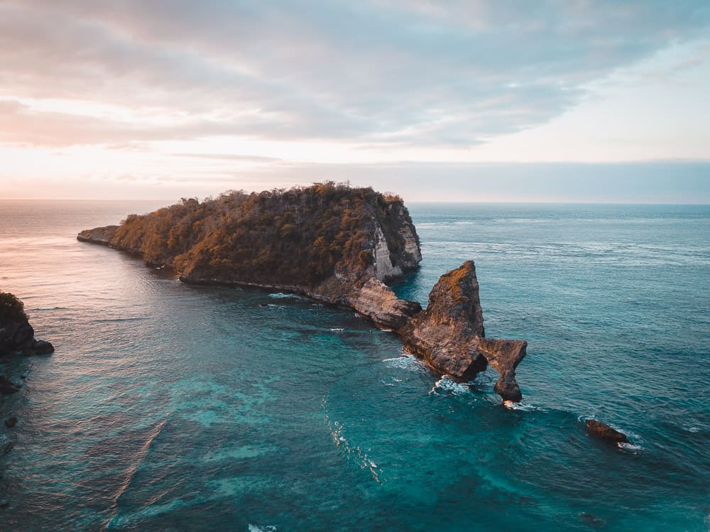 ATUH BEACH IN NUSA PENIDA ISLAND – NATURAL ARCH