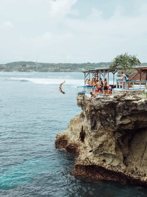 mahana point cliff jump, mahana beach, mahana point, mahana point nusa ceningan, mahana point ceningan, mahana point nusa lembongan, mahana point cliff, nusa ceningan