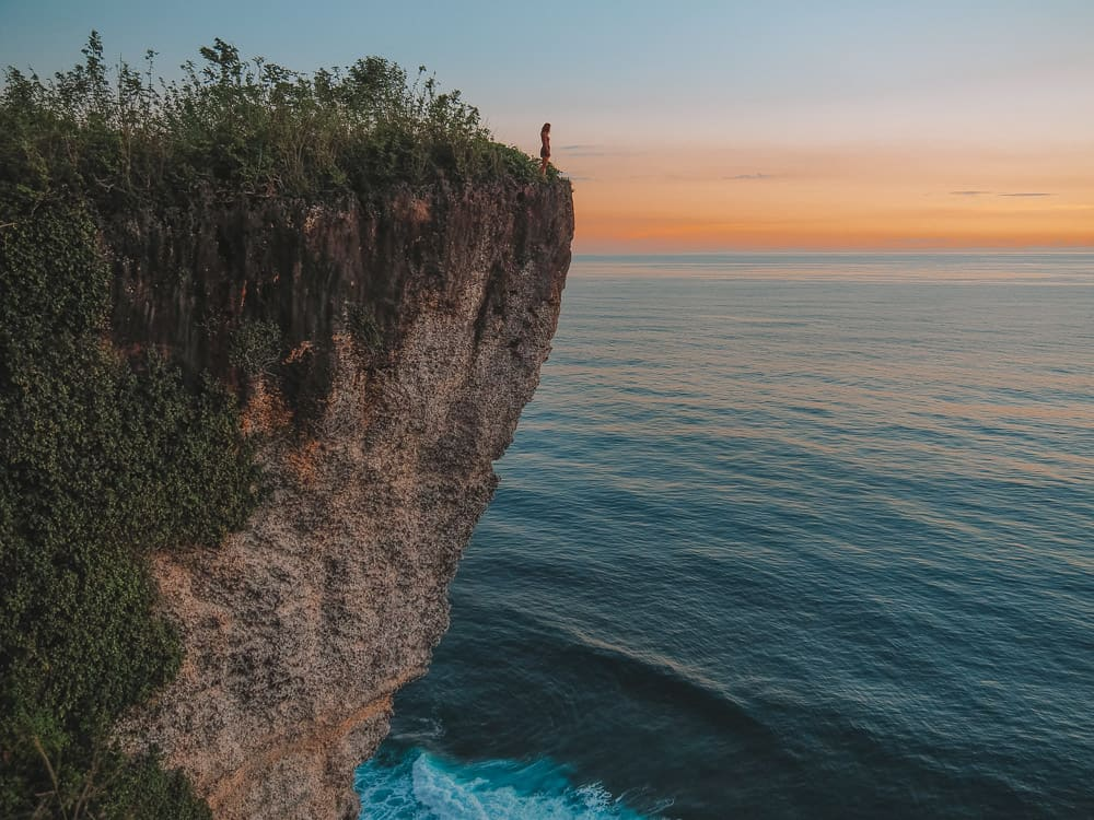 KARANG BOMA CLIFF – THE BEST SUNSET VIEWPOINT IN ULUWATU