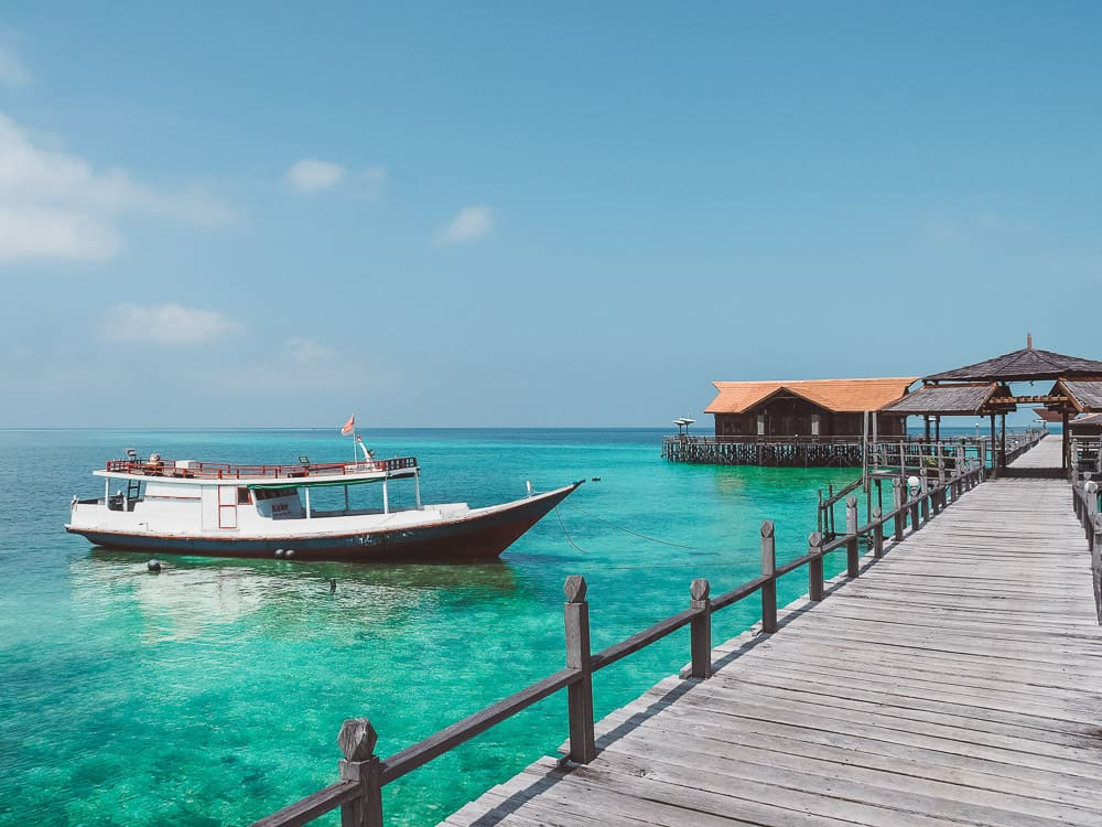 DERAWAN ISLAND TOUR (PULAU DERAWAN) IN BORNEO, INDONESIA
