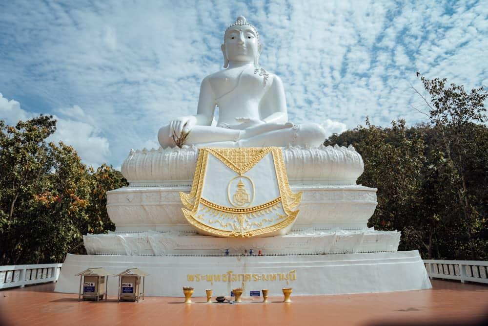 white buddha pai