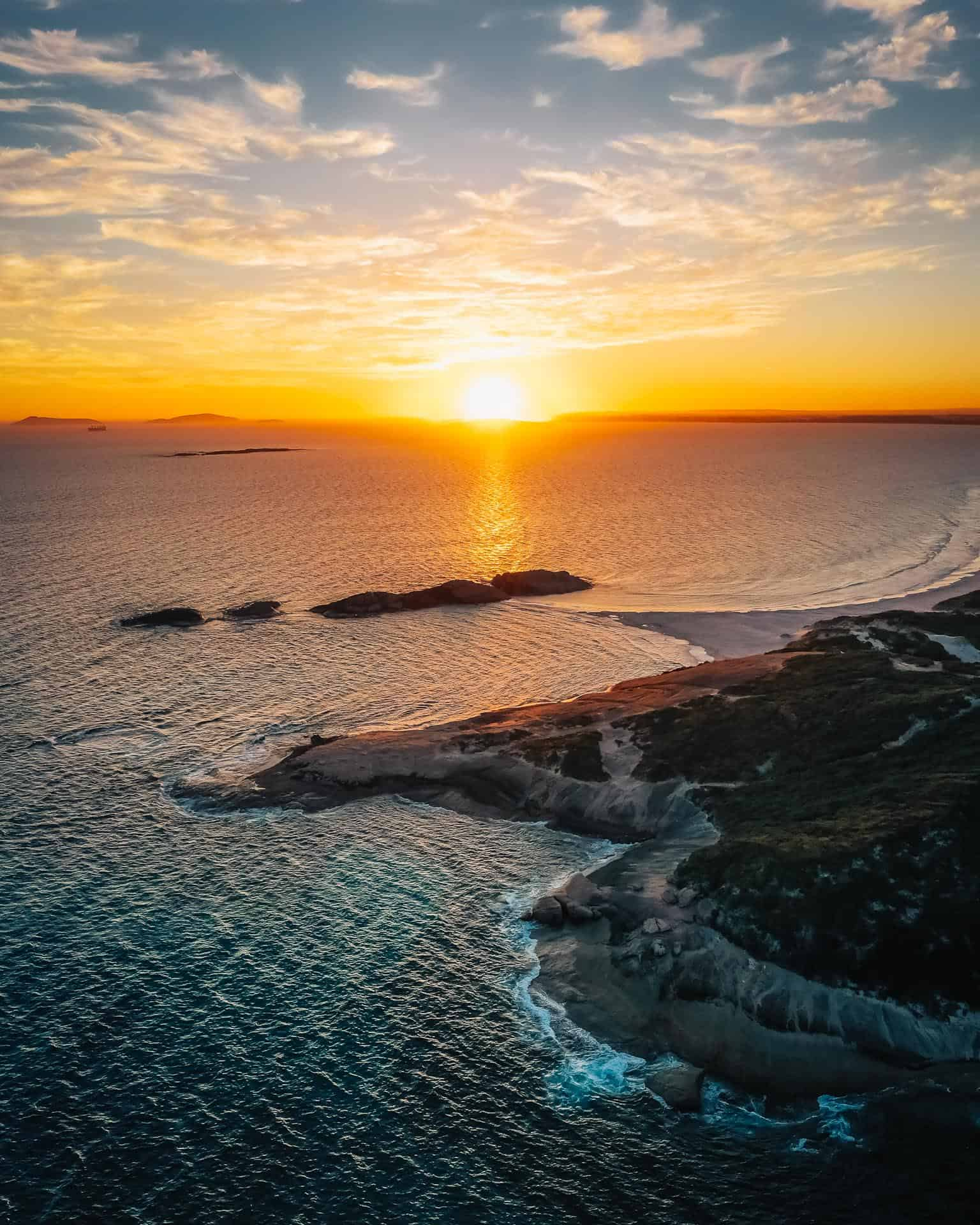 things to do in esperance, what to do in esperance, esperance things to do, esperance attractions, beaches in esperance, wylie bay rock, wylie bay rock esperance